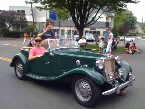 World War I veterans might have felt at home in this parade car.