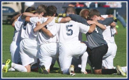 Before every match, the Wreckers huddled together on the field. (Photo/Kim Lake)