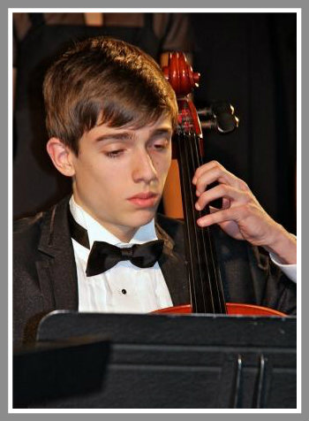 Cellist Max Liben added beauty to the choral voices. (Photo/Lynn U. Miller)