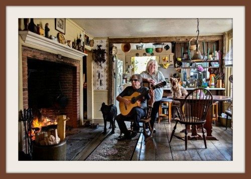 Jose Feliciano and his wife Susan in their very comfortable kitchen. (Photo/Dorothy Hong for Wall Street Journal)