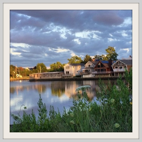 Homes along Sherwood Mill Pond. (Photo/Betsy Phillips Kahn)