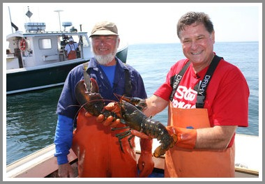 Stew Leonard and a lobsterman. (Photo/New York Times)