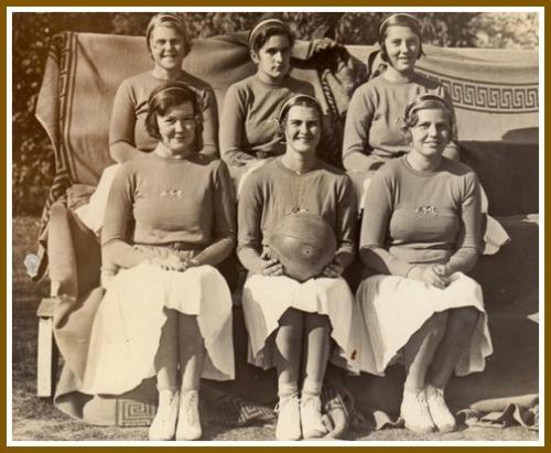 Ruth Bedford (back row, far left) with her Foxcroft basketball teammates. (Photo/Foxcroft School)