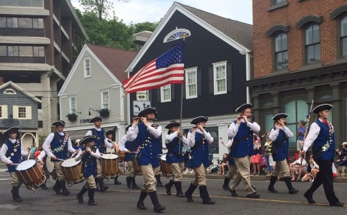 It's not a parade without a fife and drum corps. (Photo/Kim Lake)