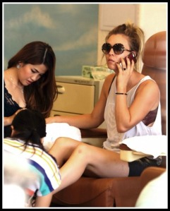 No, Kaley Cuoco does not get her nails done in Westport. At least, I don't think she does.