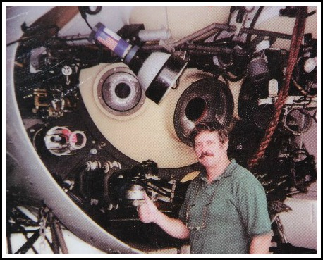 Jeff Simon, in front of the Russian Mir 2 submersible.