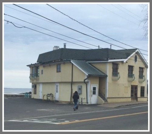 A view of the vacant Positano's, from Hillspoint Road.