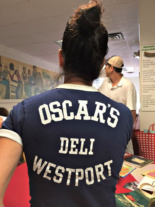 Ali Papageorge -- Lee's daughter -- sported an Oscar's t-shirt.
