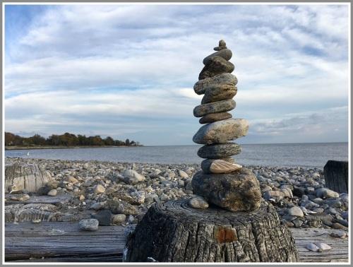 burying-hill-rock-sculpture-billy-senia