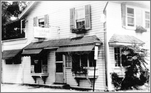 Before it was Positano, 233 Hillspoint Road was several other restaurants (including, most notably, Cafe de la Plage). But before THAT it was a grocery store. Among its names: Beach Food Mart, and Joe's.
