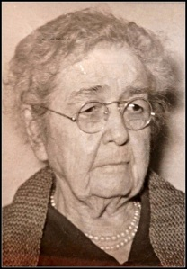 "Jessie ""Gigi"" Bennett -- Jonathan Walker's great-grandmother -- was born in 1862."